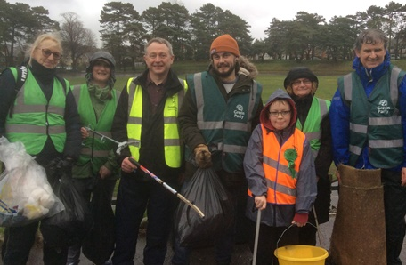 Neighbourhood Green team on a litter pick